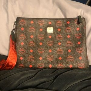 💯 Authentic MCM pouch -like new